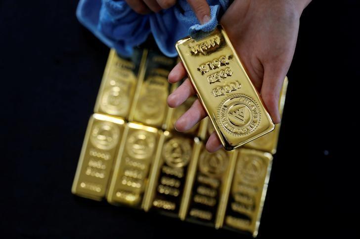 © Reuters. La reunión del oro está impulsando una carrera hacia una de las fronteras finales del metal