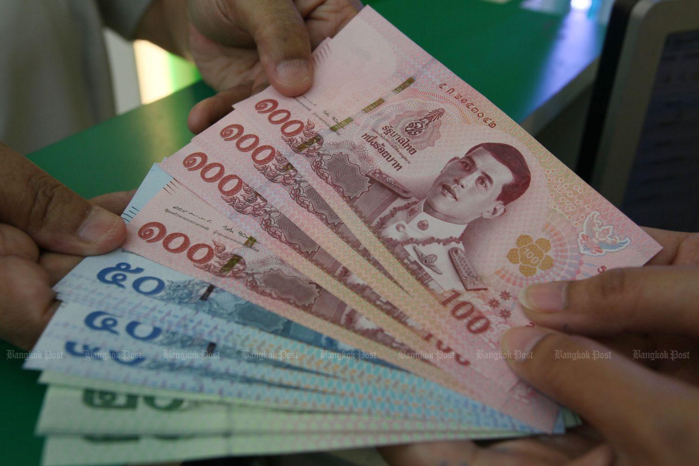 """Tailandia y otros países asiáticos se preparan para el último informe del Tesoro de los Estados Unidos sobre manipuladores de moneda extranjera. (Foto de Bangkok Post) """"title ="""" Tailandia y otros países asiáticos se preparan para el último informe del Tesoro de los Estados Unidos sobre manipuladores de divisas. (Bangkok Post photo) """"/> </figure><figcaption>  Tailandia y otros países asiáticos se preparan para el último informe del Tesoro de los EE. UU. Sobre manipuladores de divisas. (Bangkok Post photo) </figcaption></div> <p> Asia se prepara para el último informe del Tesoro de los EE. UU. Sobre manipuladores de divisas, en medio de una guerra comercial que no muestra signos de finalización. </p> <p> El informe semestral se entregará en las próximas semanas y probablemente verá el regreso de Singapur, Malasia y Vietnam en la lista de vigilancia. citado en el informe de mayo por primera vez, y el Tesoro dice que mantiene a los recién llegados en la lista por al menos dos informes consecutivos. China, que fue etiquetada formalmente como manipulador de divisas en agosto, Japón y Corea del Sur fueron las otras economías asiáticas citado en ese momento. </p> <p> Un país entra en la lista de observación si cumple dos de tres criterios: un superávit comercial con los Estados Unidos de al menos $ 20 mil millones; un superávit en cuenta corriente de un mínimo del 2% del bruto interno pags roducto y una intervención persistente y unilateral en la moneda equivalente al 2% del PIB en seis meses al año. </p> <p> Para China, la dinámica en torno a las negociaciones comerciales con los Estados Unidos puede influir en si la nación conserva su etiqueta de """"manipulador de la moneda"""". Ambos países parecen haber acordado un acuerdo de """"fase uno"""" por ahora, aunque los funcionarios chinos aún no han confirmado ningún acuerdo. </p> <p> <strong> Tailandia </strong> </p> <p> Tailandia, que esquivó con éxito la lista de vigilancia en el informe de mayo, esta vez podría encontrarse en la mi"""