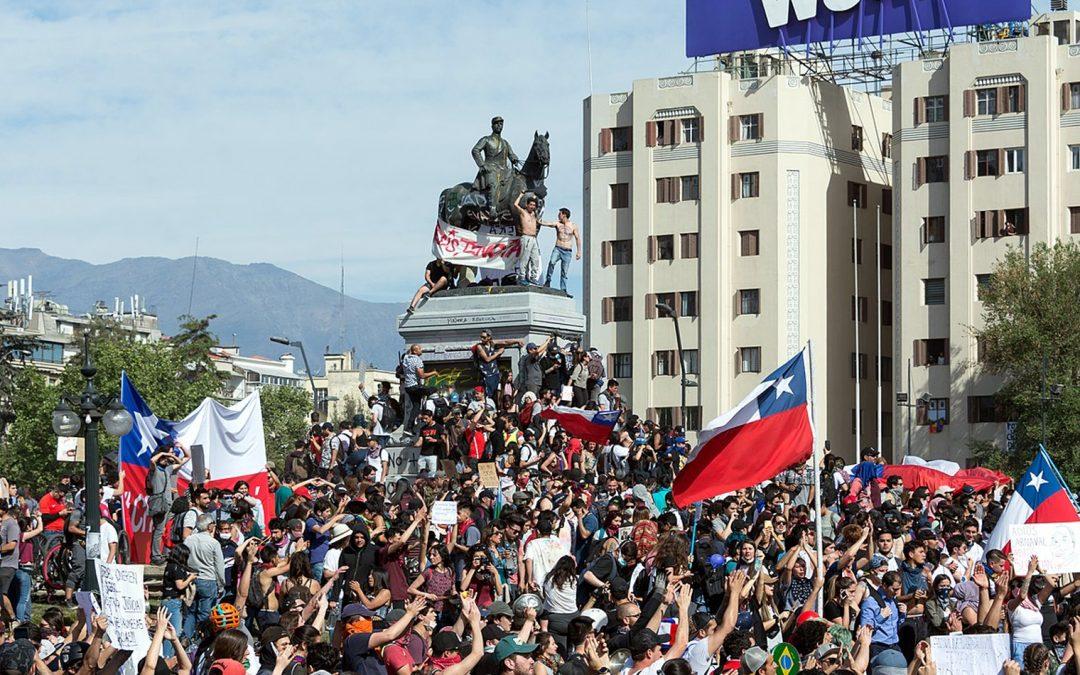 El efectivo se agota en los cajeros automáticos a medida que aumentan las protestas en Chile
