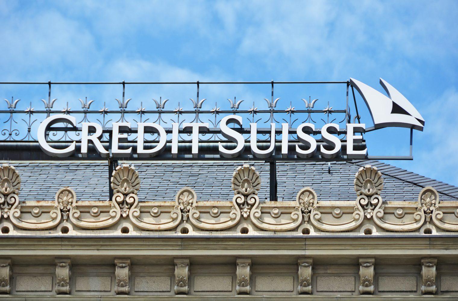 Credit Suisse es el último banco en cobrar a los clientes por depósitos en efectivo
