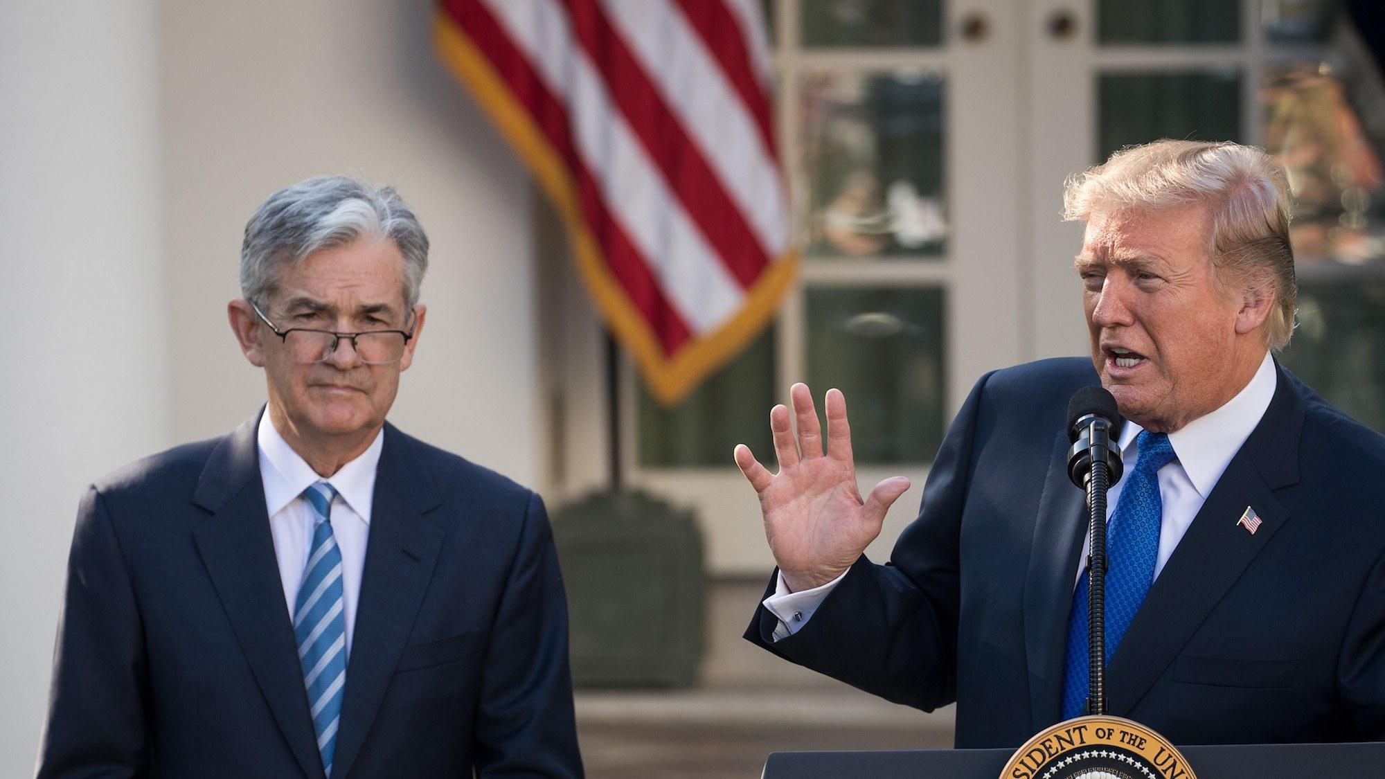 """Trump presiona a la Fed para que reduzca más las tasas a medida que los megabancos agotan el balance """"width ="""" 2000 """" height = """"1125"""" srcset = """"http://blackswanfinances.com/wp-content/uploads/2019/10/donaldtrumpjeromepowell.jpg 2000w, https://news.bitcoin.com/wp-content/uploads/2019 /10/donaldtrumpjeromepowell-300x169.jpg 300w, https://news.bitcoin.com/wp-content/uploads/2019/10/donaldtrumpjeromepowell-768x432.jpg 768w, https://news.bitcoin.com/wp-content /uploads/2019/10/donaldtrumpjeromepowell-1024x576.jpg 1024w, https://news.bitcoin.com/wp-content/uploads/2019/10/donaldtrumpjeromepowell-696x392.jpg 696w, https://news.bitcoin.com /wp-content/uploads/2019/10/donaldtrumpjeromepowell-1392x783.jpg 1392w, https://news.bitcoin.com/wp-content/uploads/2019/10/donaldtrumpjeromepowell-1068x601.jpg 1068w, https: // noticias .bitcoin.com / wp-content / uploads / 2019/10 / donaldtrumpjeromepowell-747x42 0.jpg 747w """"tamaños ="""" (ancho máximo: 2000px) 100vw, 2000px"""