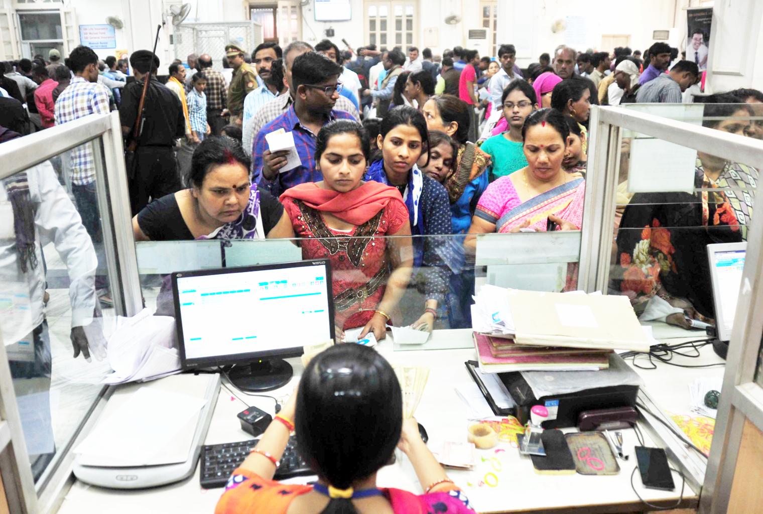 Se extiende la crisis bancaria en India - Muertes, huelga, negación de la Corte Suprema