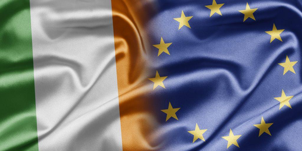 "Coinbase recibe una licencia de dinero electrónico del Banco Central de Irlanda"" width = ""696"" height = ""348"" srcset = ""https://news.bitcoin.com/wp -content / uploads / 2019/10 / ir-eu-1024x512.jpg 1024w, https://news.bitcoin.com/wp-content/uploads/2019/10/ir-eu-300x150.jpg 300w, https: / /news.bitcoin.com/wp-content/uploads/2019/10/ir-eu-768x384.jpg 768w, https://news.bitcoin.com/wp-content/uploads/ 2019/10 / ir-eu-696x348.jpg 696w, https://news.bitcoin.com/wp-content/uploads/2019/10/ir-eu-1392x696.jpg 1392w, https: //news.bitcoin. com / wp-content / uploads / 2019/10 / ir-eu-1068x534.jpg 1068w, https://news.bitcoin.com/wp-content/uploads/2019/10/ir-eu-840x420.jpg 840w, https://news.bitcoin.com/wp-content/uploads/2019/10/ir-eu.jpg 1600w ""tamaños ="" (ancho máximo: 696px) 100vw, 696px"