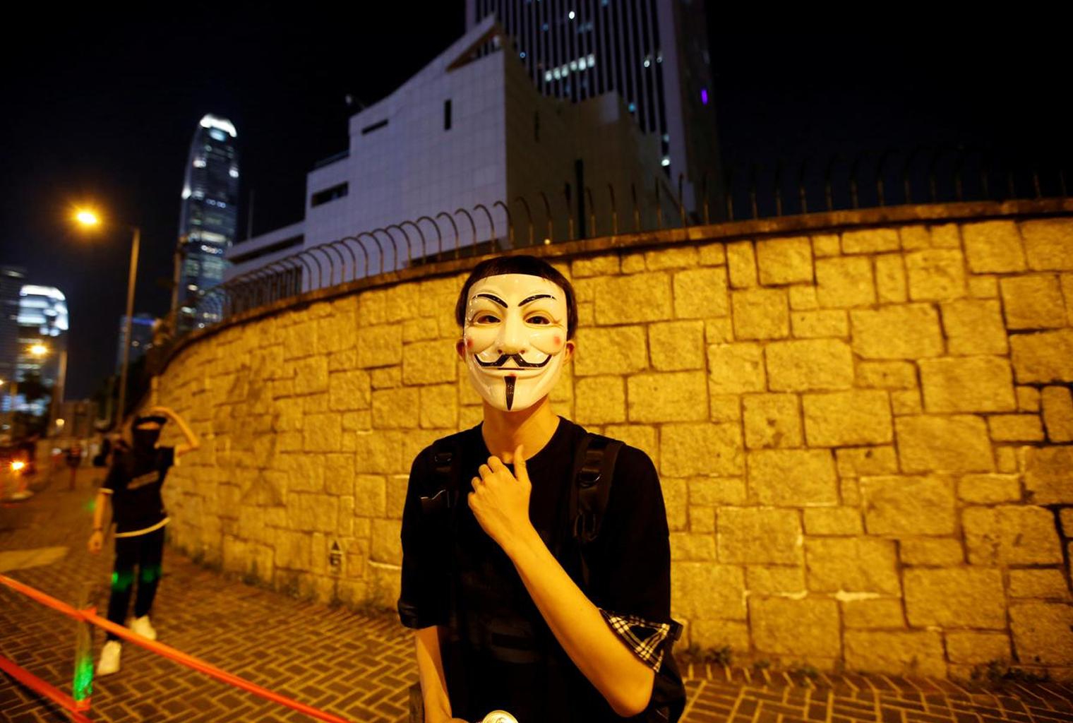 Los manifestantes manejan herramientas de libertad mientras Hong Kong impone la dictadura