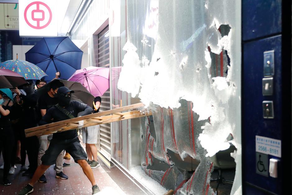 "Los manifestantes manejan herramientas de libertad mientras Hong Kong impone la dictadura ""width ="" 630 ""height ="" 420 ""srcset ="" http://blackswanfinances.com/wp-content/uploads/2019/10/r.jpeg 940w, https://news.bitcoin.com/wp-content/uploads/2019/10/r -300x200.jpeg 300w, https://news.bitcoin.com/wp-content/uploads/2019/10/r-768x511.jpeg 768w, https://news.bitcoin.com/wp-content/uploads/2019 /10/r-696x464.jpeg 696w, https://news.bitcoin.com/wp-content/uploads/2019/10/r-631x420.jpeg 631w, https://news.bitcoin.com/wp-content /uploads/2019/10/r-190x128.jpeg 190w ""tamaños ="" (ancho máximo: 630px) 100vw, 630px"