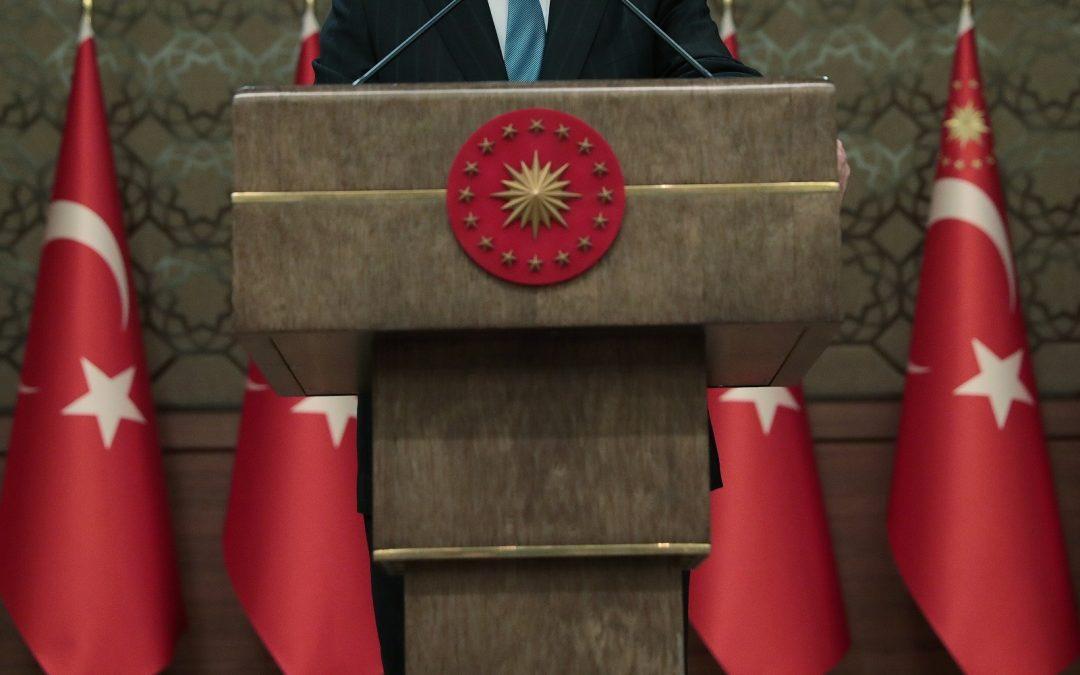 El gobierno turco congela más de 3 millones de cuentas bancarias