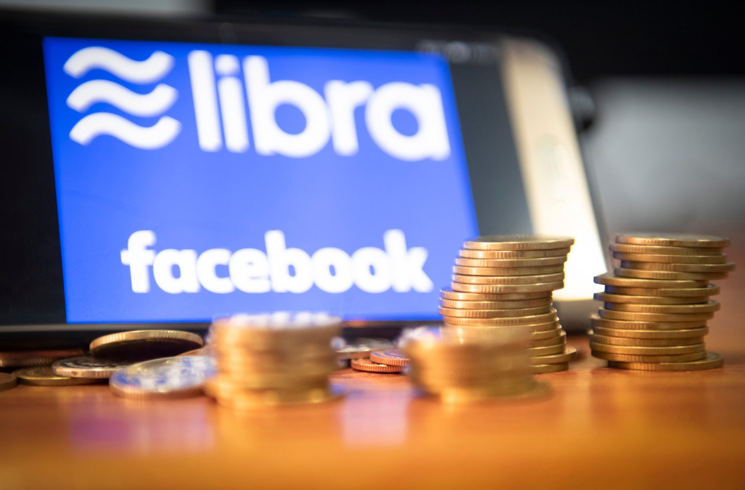 Paypal sale de Libra - Mastercard y Visa pueden seguir