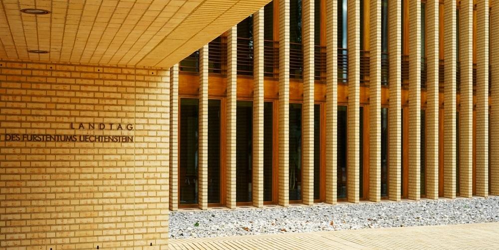 """Liechtenstein adopta la Ley de tokens para atraer negocios criptográficos"""" width = """"1000"""" height = """"501"""" srcset = """"http://blackswanfinances.com/wp-content/uploads/2019/10/shutterstock_703479055.jpg 1000w, https://news.bitcoin.com/wp-content/uploads/2019/10/shutterstock_703479055- 300x150.jpg 300w, https://news.bitcoin.com/wp-content/uploads/2019/10/shutterstock_703479055-768x385.jpg 768w, https://news.bitcoin.com/wp-content/uploads/2019/ 10 / shutterstock_703479055-696x349.jpg 696w, https://news.bitcoin.com/wp-content/uploads/2019/10/shutterstock_703479055-838x420.jpg 838w """"tamaños ="""" (ancho máximo: 1000px) 100vw, 1000px"""