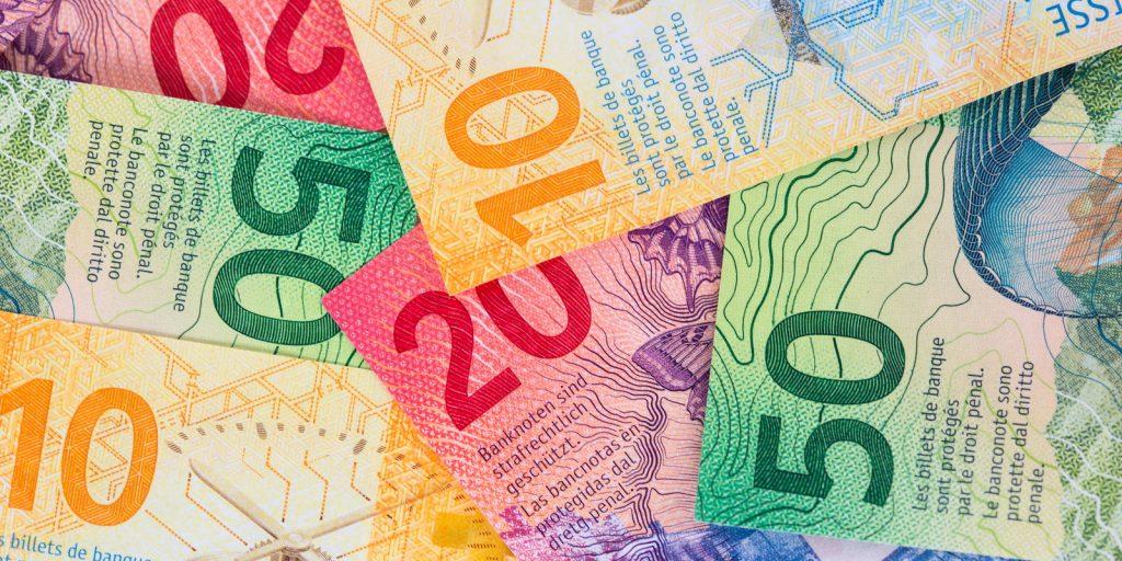 """Credit Suisse es el último banco en cobrar a los clientes por depósitos en efectivo """"width ="""" 696 """"height ="""" 348 """"srcset ="""" https: // news.bitcoin.com/wp-content/uploads/2019/10/swiss-notes-2-1024x512.jpg 1024w, https://news.bitcoin.com/wp-content/uploads/2019/10/swiss-notes -2-300x150.jpg 300w, https://news.bitcoin.com/wp-content/uploads/2019/10/swiss-notes-2-768x384.jpg 768w, https://news.bitcoin.com/wp -content / uploads / 2019/10 / swiss-notes-2-696x348.jpg 696w, https://news.bitcoin.com/wp-content/uploads/2019/10/swiss-notes-2-1392x696.jpg 1392w , https://news.bitcoin.com/wp-content/uploads/2019/10/swiss-notes-2-1068x534.jpg 1068w, https://news.bitcoin.com/wp-content/uploads/2019/ 10 / swiss-notes-2-840x420.jpg 840w, https://news.bitcoin.com/wp-content/uploads/2019/10/swiss-notes-2.jpg 1600w """"tamaños ="""" (ancho máximo: 696px) 100vw, 696px"""