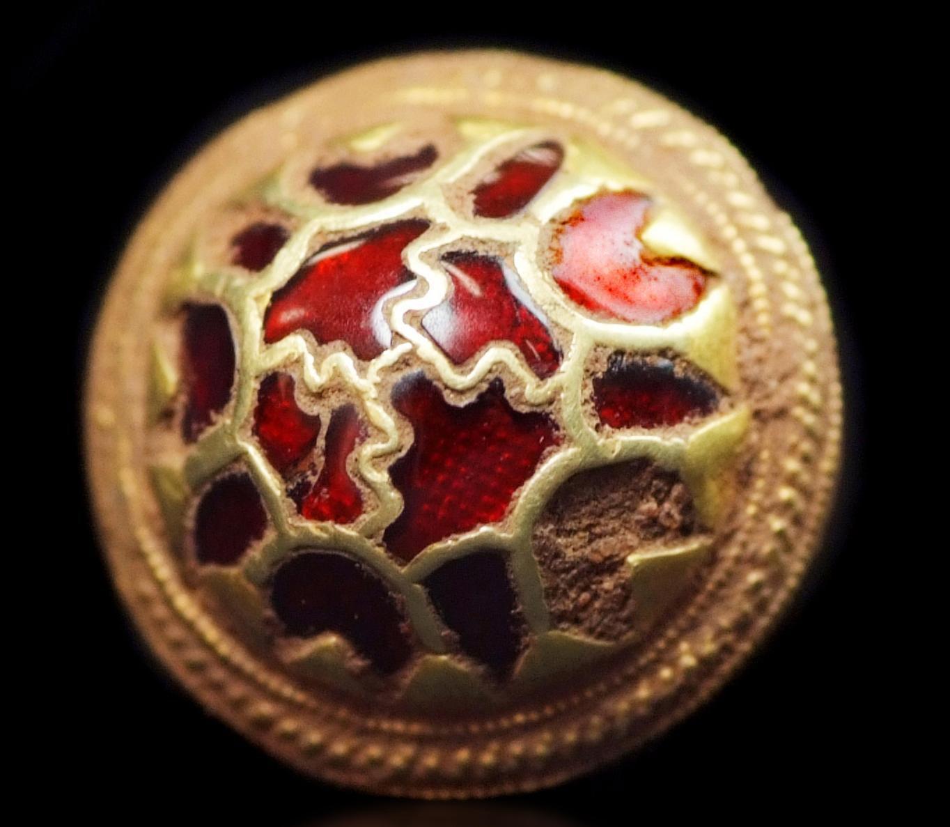 Un jefe de vaina, que era parte de un tesoro anglosajón encontrado por Terry Herbert