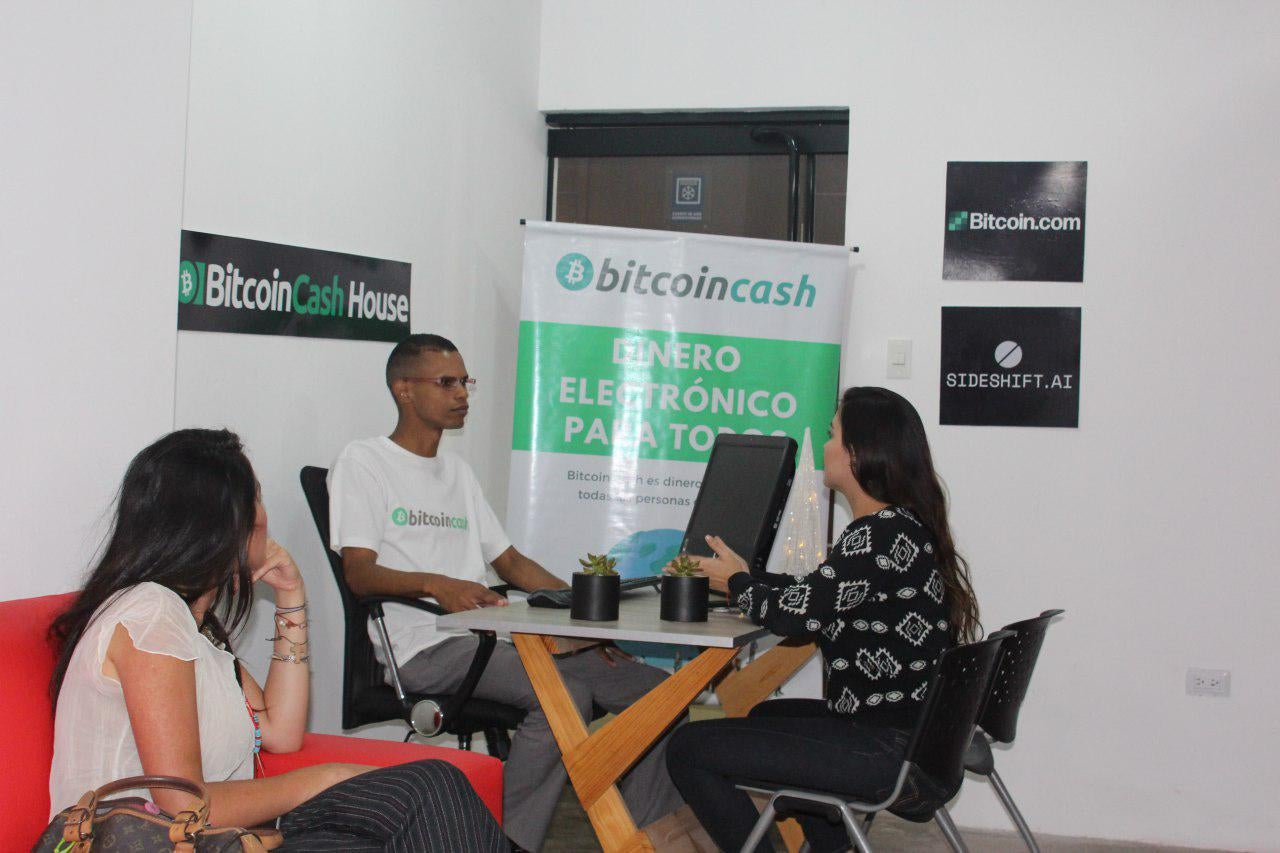 "Bitcoin Cash House lanza Crypto Hub en Venezuela ""width ="" 1280 ""height ="" 853 ""srcset ="" https://blackswanfinances.com/wp-content/uploads/2019/11/bchouse.jpg 1280w, https: // news .bitcoin.com / wp-content / uploads / 2019/11 / bchouse-300x200.jpg 300w, https://news.bitcoin.com/wp-content/uploads/2019/11/bchouse-768x512.jpg 768w, https : //news.bitcoin.com/wp-content/uploads/2019/11/bchouse-1024x682.jpg 1024w, https://news.bitcoin.com/wp-content/uploads/2019/11/bchouse-696x464. jpg 696w, https://news.bitcoin.com/wp-content/uploads/2019/11/bchouse-1068x712.jpg 1068w, https://news.bitcoin.com/wp-content/uploads/2019/11/ bchouse-630x420.jpg 630w, https://news.bitcoin.com/wp-content/uploads/2019/11/bchouse-190x128.jpg 190w ""tamaños ="" (ancho máximo: 1280px) 100vw, 1280px"