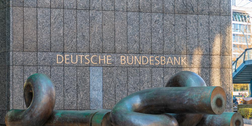 """Encuesta: 58% de los bancos alemanes cobran tasas de interés negativas """"width ="""" 1000 """"height ="""" 500 """"srcset ="""" https://blackswanfinances.com/wp-content/uploads/2019/11/central-bank.jpg 1000w, https://news.bitcoin.com /wp-content/uploads/2019/11/central-bank-300x150.jpg 300w, https://news.bitcoin.com/wp-content/uploads/2019/11/central-bank-768x384.jpg 768w, https : //news.bitcoin.com/wp-content/uploads/2019/11/central-bank-696x348.jpg 696w, https://news.bitcoin.com/wp-content/uploads/2019/11/central- bank-840x420.jpg 840w """"tamaños ="""" (ancho máximo: 1000px) 100vw, 1000px"""