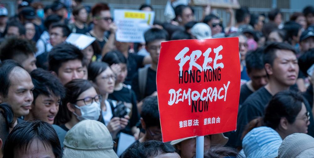 "HSBC cierra la cuenta utilizada para apoyar a los manifestantes de Hong Kong ""width ="" 1000 ""height ="" 505 ""srcset ="" https://blackswanfinances.com/wp-content/uploads/2019/11/shutterstock_1475617988.jpg 1000w, https://news.bitcoin.com/wp-content/uploads/2019/11/ shutterstock_1475617988-300x152.jpg 300w, https://news.bitcoin.com/wp-content/uploads/2019/11/shutterstock_1475617988-768x388.jpg 768w, https://news.bitcoin.com/wp-content/uploads/ 2019/11 / shutterstock_1475617988-696x351.jpg 696w, https://news.bitcoin.com/wp-content/uploads/2019/11/shutterstock_1475617988-832x420.jpg 832w ""tamaños ="" (ancho máximo: 1000px) 100vw, 1000px"