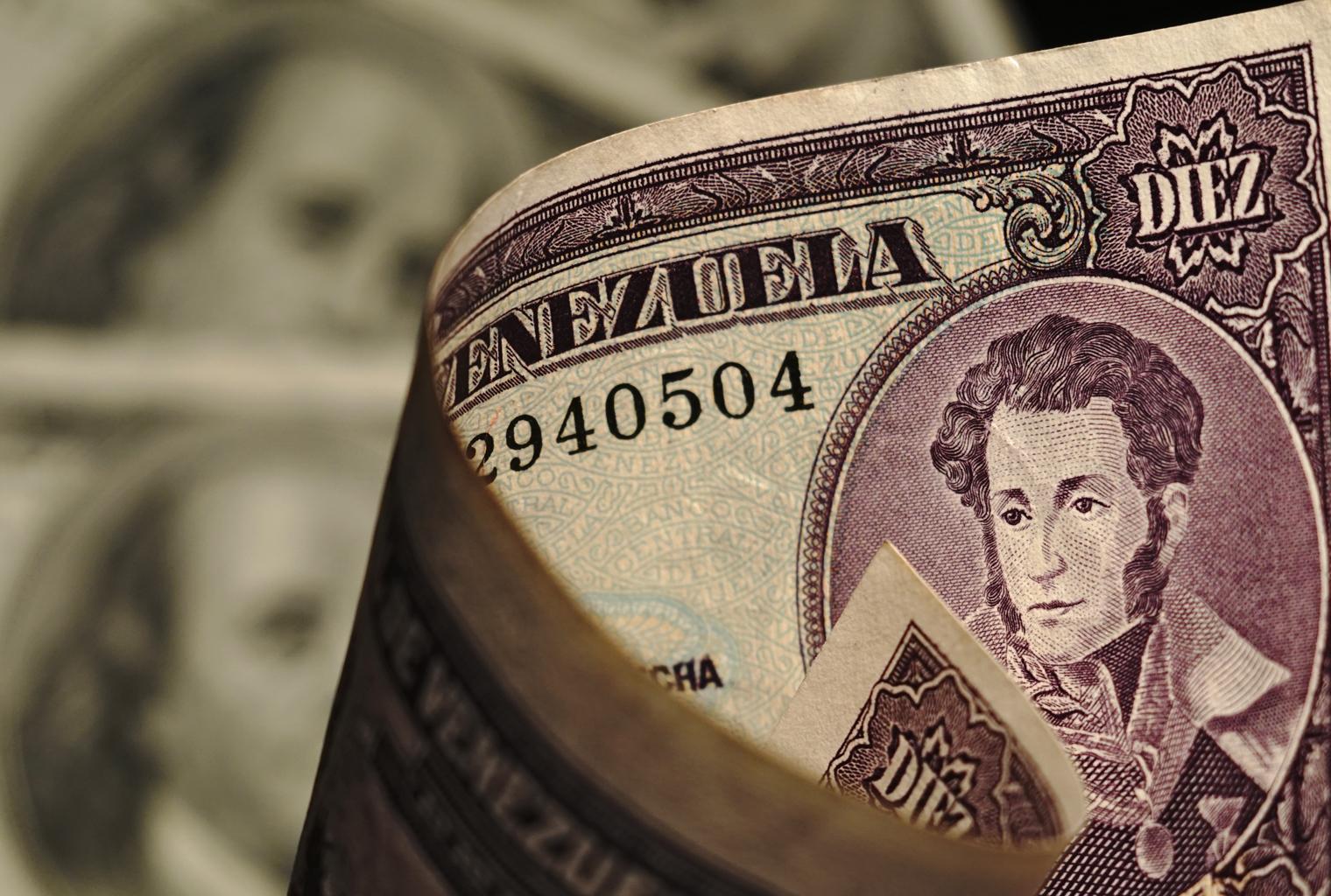 Venezuela se 'dolariza' mientras los ciudadanos buscan refugio en soluciones alternativas