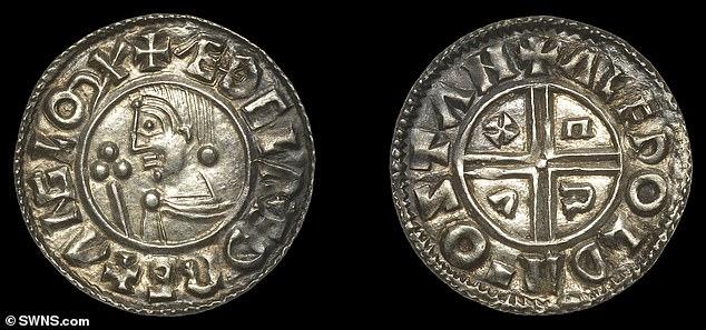 Después de examinar cuidadosamente las marcas en las monedas, los historiadores estimaron que eran de la época del Rey Inglés Aethelred II