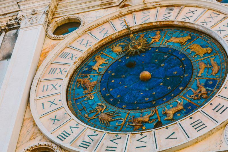 Reloj del horóscopo en la plaza de San Marcos en Venecia, Italia. (Getty)