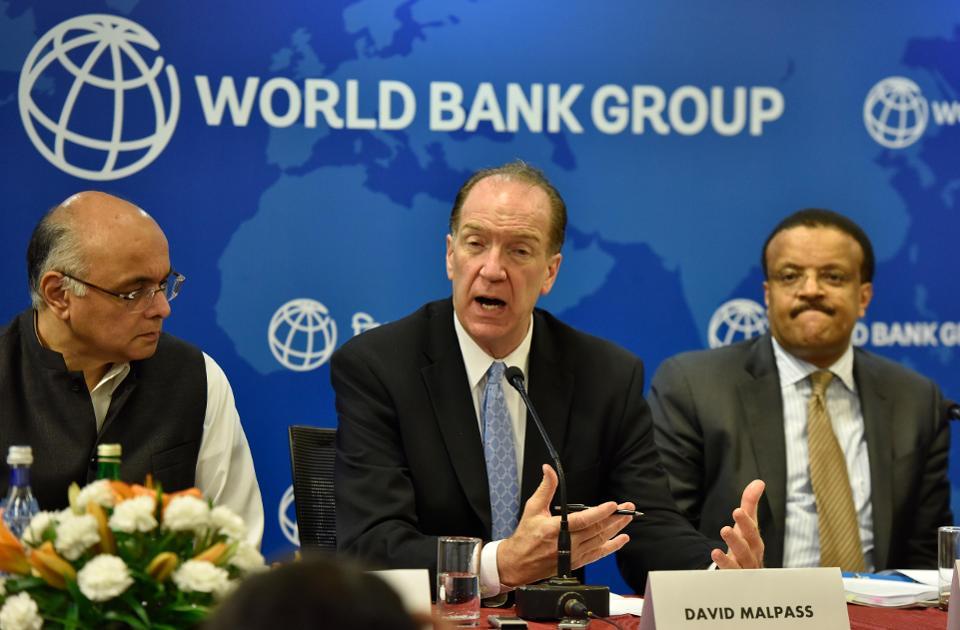 El presidente del Banco Mundial, David Malpass, habla en una conferencia de prensa.