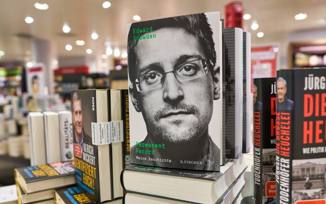 Juez dictamina que Snowden debe dar las ganancias del libro al gobierno de los EE. UU.