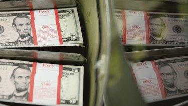 La Junta de la Reserva Federal de los Estados Unidos ha inyectado más de $ US120 mil millones al mes de liquidez a corto plazo en el mercado de repos.