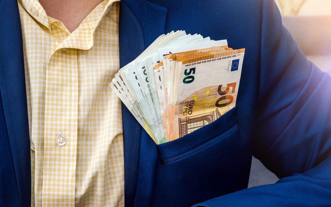 6 banqueros acusados de ganar 30 millones de euros en bonos por fraude alemán, un abogado fiscal con fianza de 4 millones de euros