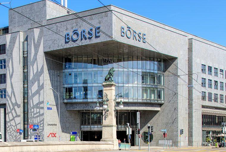 La bolsa de valores suiza líder ofrece 12 productos negociados en criptomonedas con uno que acorta Bitcoin