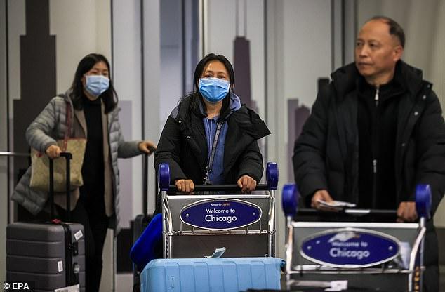 Es la primera vez que un estadounidense descubre el caso sin teniendo tr Aveled a China. En la imagen: los pasajeros llegan al Aeropuerto Internacional O'Hare cuando se encuentran en Chicago, el 24 de enero