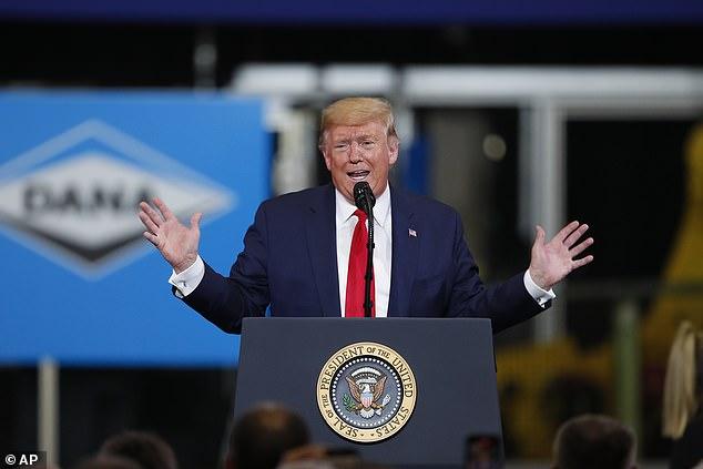 """""""Creemos que va a tener un final muy bueno para nosotros"""". Donald Trump se dirigió al coronavirus cuando habló sobre su reemplazo para el TLCAN, el USMCA, en una fábrica en Warren, Michigan"""