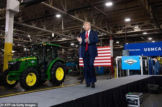 """""""Muy poco problema"""". El presidente subió al escenario en Dana Inc., un proveedor de automóviles en Warren, Michigan, justo después de que la Organización Mundial de la Salud declarara al coronavirus como una emergencia de salud global"""