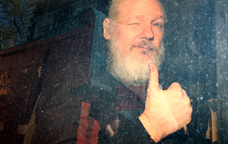 "Wikileaks reúne $ 37M en BTC desde 2010 - Más de $ 400K enviados después del arresto de Julian Assange ""width ="" 1440 ""height ="" 907 "" srcset = ""https://blackswanfinances.com/wp-content/uploads/2020/02/assange-arrest-rtr-img.jpg 1440w, https://news.bitcoin.com/wp-content/uploads/ 2020/02 / assange-arrest-rtr-img-300x189.jpg 300w, https://news.bitcoin.com/wp-content/uploads/2020/02/assange-arrest-rtr-img-1024x645.jpg 1024w, https://news.bitcoin.com/wp-content/uploads/2020/02/assange-arrest-rtr-img-768x484.jpg 768w, https://news.bitcoin.com/wp-content/uploads/2020 /02/assange-arrest-rtr-img-696x438.jpg 696w, https://news.bitcoin.com/wp-content/uploads/2020/02/assange-arrest-rtr-img-1392x877.jpg 1392w, https : //news.bitcoin.com/wp-content/uploads/2020/02/assange-arrest-rtr-img-1068x673.jpg 1068w, https://news.bitcoin.com/wp-content/uploads/2020/ 02 / assange-arrest-rtr-img-667x420.jpg 667w ""tamaños ="" (ancho máximo: 1440px) 10 0vw, 1440px"