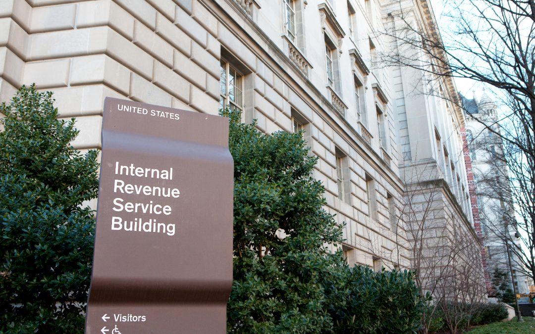 El IRS explica lo que los propietarios de criptomonedas deben saber para presentar impuestos este año