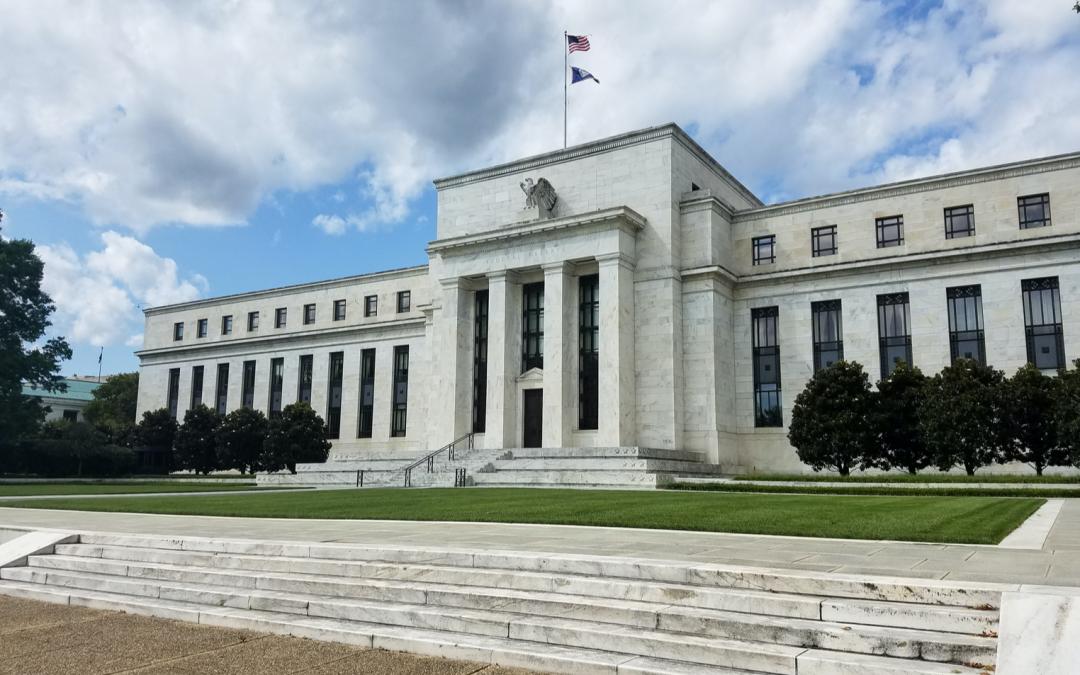 Facebook, China llama ligera bajo Fed: Gobernador cita monedas estables que influyen en la investigación del dólar digital