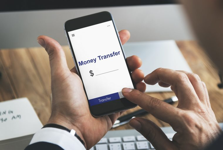 Las remesas digitales alcanzan un récord de $ 96 mil millones, tarifas cobradas por los proveedores tradicionales de puertas abiertas para las criptomonedas