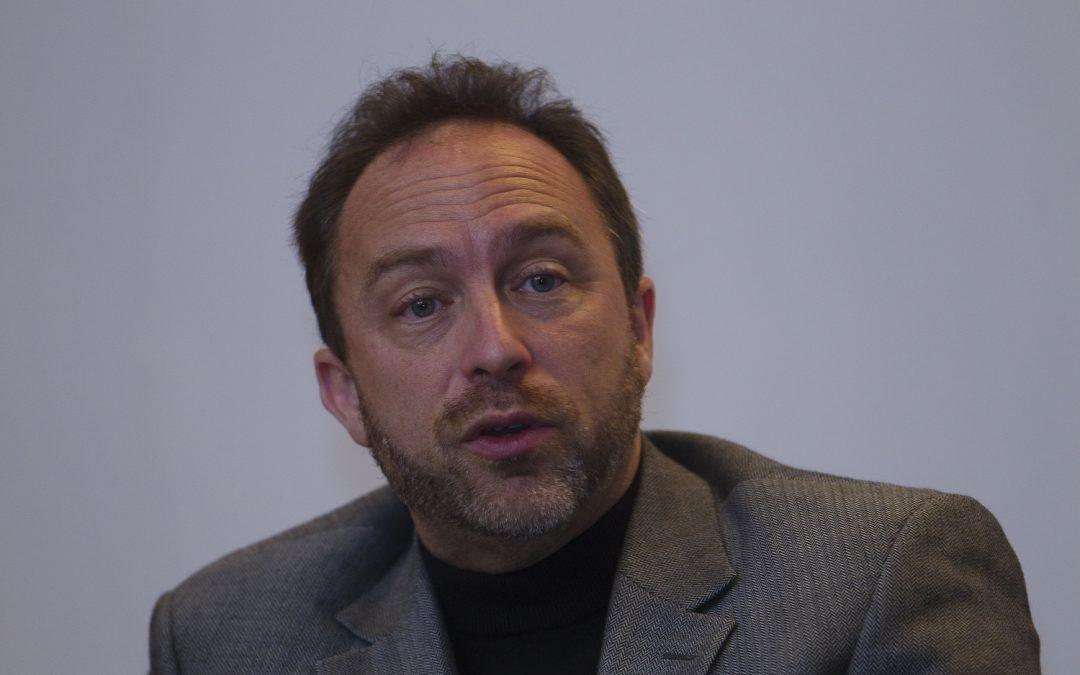 El cofundador de Wikipedia dice que la integración criptográfica sería 'completamente loca'