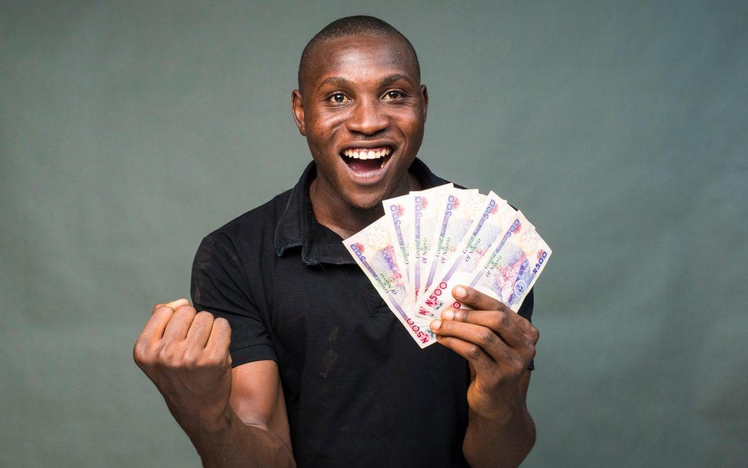 Los nigerianos ahora pueden comprar Bitcoin con efectivo en tiendas y cajeros automáticos que toman Naira