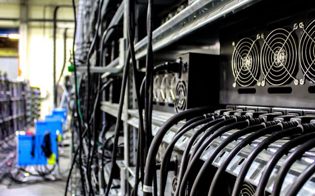 El hashrate de Bitcoin se desliza un 33% desde la mitad: la dificultad disminuye, problemas en Sichuan China
