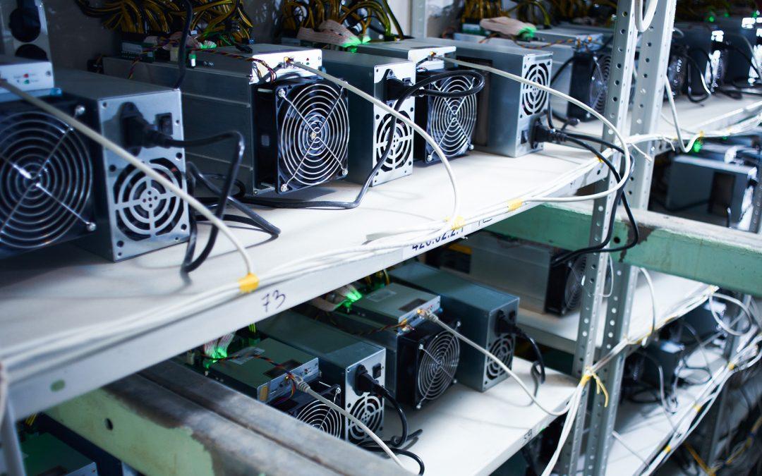 La tasa de hash de Bitcoin parece caer un 16% después de que los ingresos de los mineros disminuyan un 44%