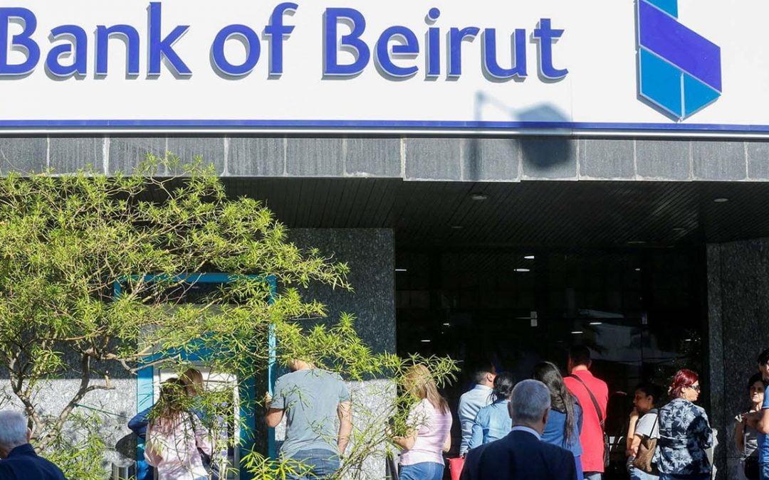 De Buenos Aires a Beirut: la excusa Covid-19 restringe a millones de ciudadanos a retirar su propio dinero