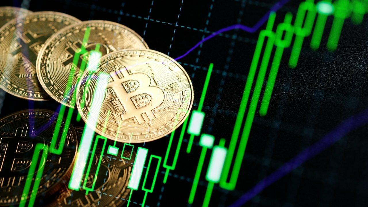 Grayscale Bitcoin Trust compra más de 1,5 veces el total de BTC extraído desde la mitad