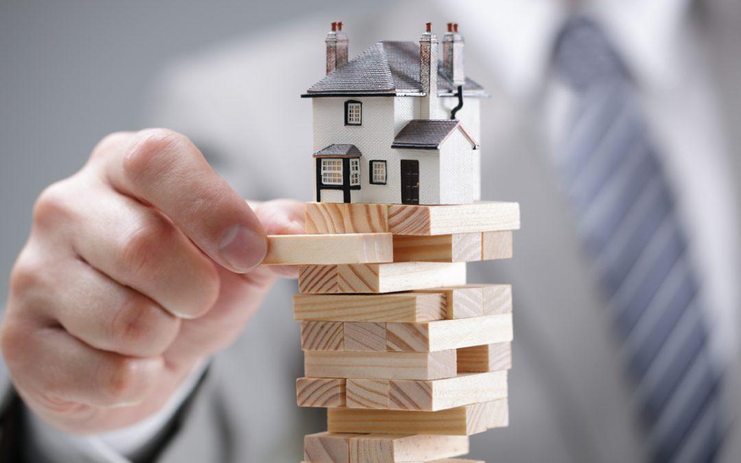 Los estremecimientos del mercado inmobiliario de EE. UU .: los expertos predicen un 40% menos de ventas, los contratos de marzo bajan un 21%