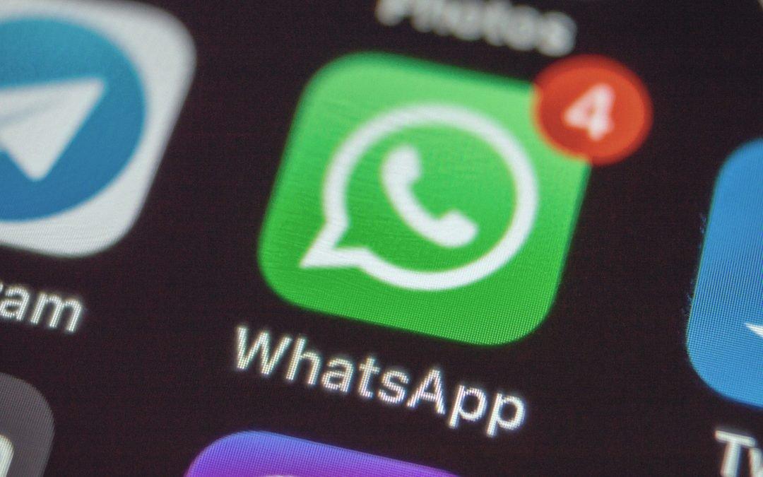 """WhatsApp lanza servicio de pagos en Brasil; Zuckerberg dice que es """"tan fácil como compartir fotos"""""""
