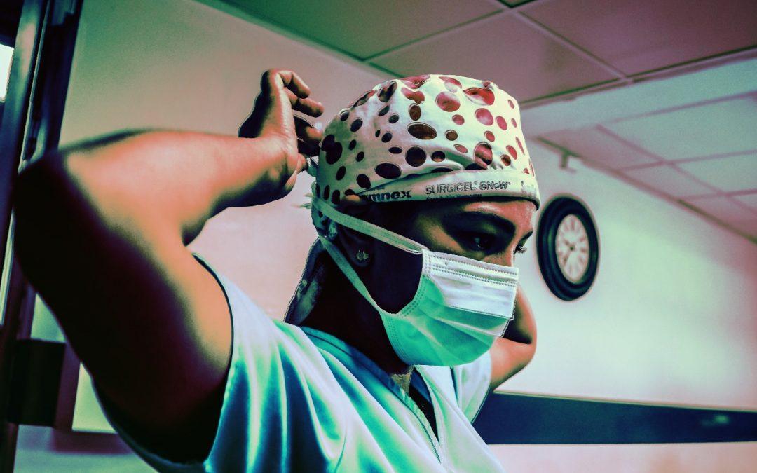 Binance da 27,000 máscaras COVID-19 al Servicio Nacional de Salud del Reino Unido