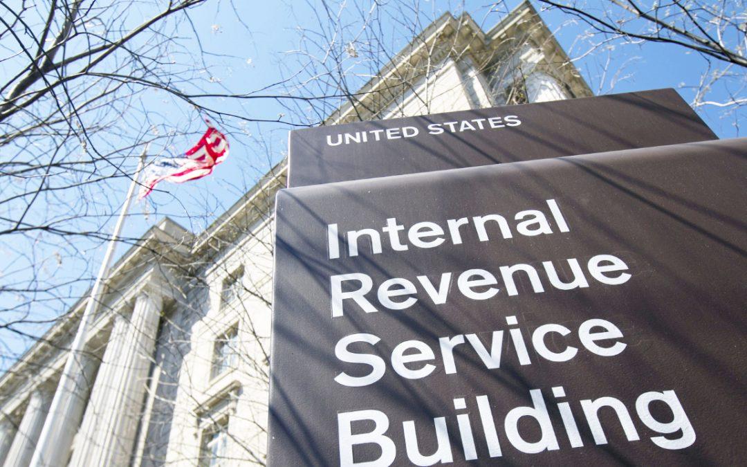 El inversor de Bitcoin demanda al IRS por la incautación ilegal de registros financieros en 3 intercambios de cifrado